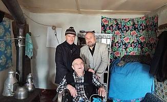 82 yaşındaki engelli tekerlekli sandalyesine kavuştu