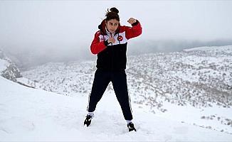 Avrupa şampiyonu kick boksçu Nemrut Dağı'nda çalışıyor