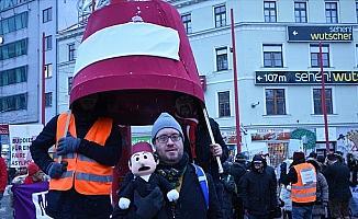 Avusturya'da 50 bin kişi hükümeti protesto etti