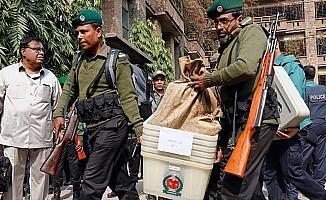 Bangladeş'teki seçimlerde kan döküldü: 17 ölü, 64 yaralı