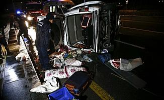 Başkentte virajı alamayan minibüs devrildi: 5 yaralı