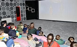 Köy çocuklarının ilk 'beyazperde' heyecanı