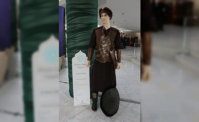 Mevlana'yı anma törenlerinde Selçuklu dönemi kıyafetleri sergisi