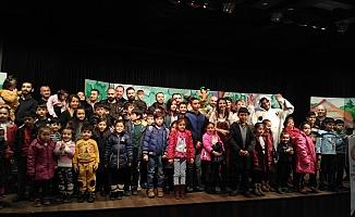 Mülteci çocuklar için tiyatro gösterisi