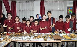Öğrencilerden Yemenli çocuklar yararına kermes