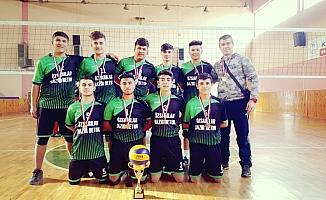 Voleybol turnuvasında Kaman okul takımı birinci oldu