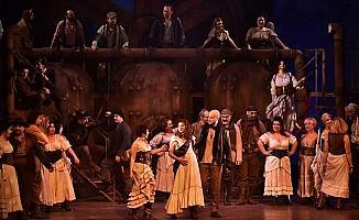 'Carmen Operası' kapalı gişe sahnelendi