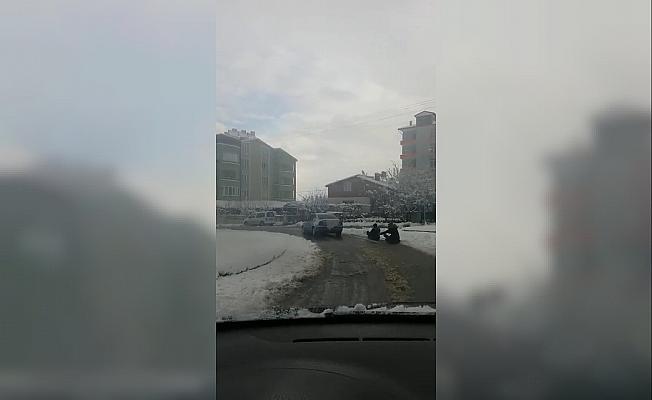 Gençlerin tehlikeli kar eğlencesi