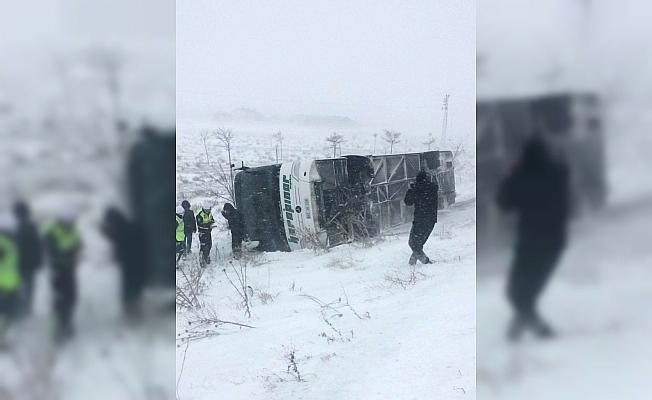 Konya'da yolcu otobüsü devrildi: 4 yaralı