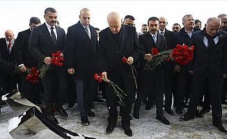 MHP Genel Başkanı Bahçeli Ülkücü Şehitler Anıtı'nı ziyaret etti