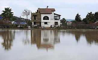 Muğla'da şiddetli yağış hayatı olumsuz etkiledi
