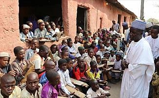 Nijerya'nın Almajirileri hayatla mücadele ederek hafızlık yapıyor