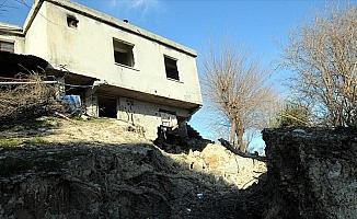 Osmaniye'deki heyelanda 50 ev hasar gördü