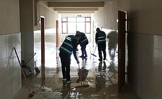 Seydişehir'de okullardaki tadilat ve boya işlerini yükümlüler yapıyor