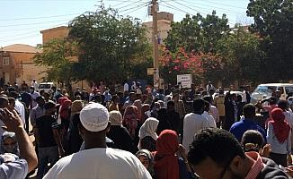 10 soruda Sudan'daki hükümet karşıtı gösteriler