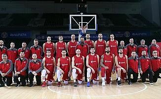 A Milli Erkek Basketbol Takımı Başantrenörü Sarıca: Liderlik hesapları yapmak çok büyük mutluluk