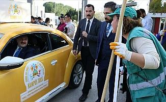Bakan Varank 'Kampüs Taksi' ile öğrenci taşıdı