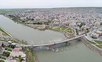 Devlet Cizre'de terörün izini sildi