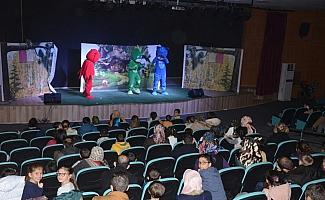 Sarıkayalı çocuklar tiyatro ile buluştu