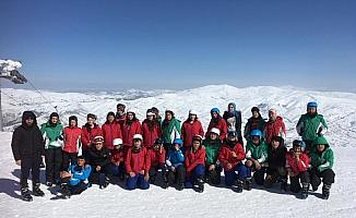 Ulaşlı öğrenciler ilk kez kayakla tanıştı