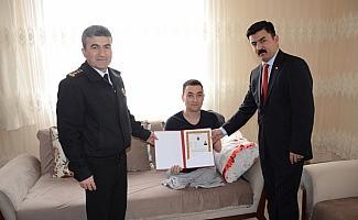 Sarıkayalı Gazi Ahmet Duygu'ya hizmet belgesi takdim edildi