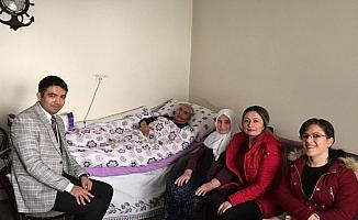 Ulaşlı öğretmenlerden yaşlılara ziyaret