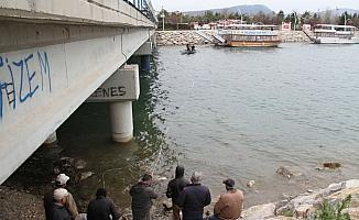 Beyşehir'de avcılardan gölden balık kaçağına karşı ağlı önlem
