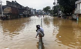 Endonezya'dasel 24 binden fazla kişiyi etkilendi