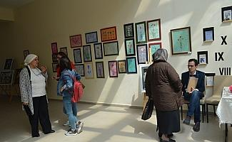 Üniversite öğrencilerinden el sanatları sergisi