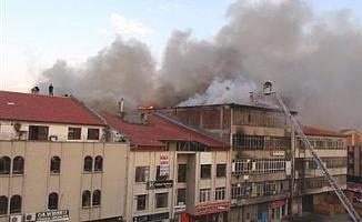 Ankara'da Can Pazarı; Salonu Yanan Evde 3 Kişi Yaralandı
