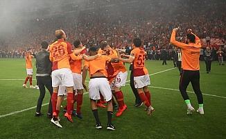 Galatasaray, Fenerbahçe'den unvan aldı