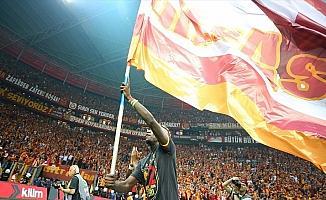 Galatasaray krizler arasında çifte kupaya ulaştı