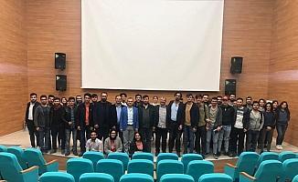 Genç girişimciler, üniversite öğrencileriyle buluştu