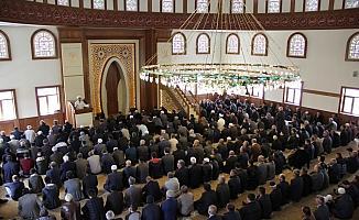 Mehmet Akif Ersoy Camisi ibadete açıldı