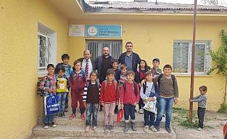 PTT-DER'den köy okuluna giyim ve kırtasiye desteği