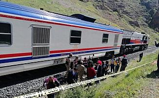 Sivas'ta yolcu treninin çarptığı kişi öldü
