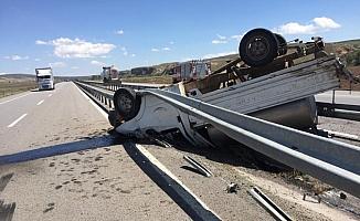 Süt toplama kamyoneti devrildi: 1 yaralı