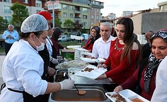 Yüzlerce ilçe sakini iftar sofrasında buluştu