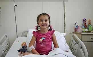 5 yaşındaki çocuğa 2 seanslı böbrek taşı operasyonu