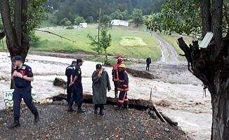 Ankara'da Jandarma dere yatağında mahsur kalan 7 kişiyi kurtardı