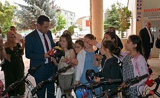 Başkan Ekinci'den başarılı öğrencilere ödül