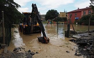 Büyükşehir Belediyesi su baskınlarına karşı 24 saat mesai yapıyor