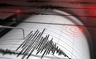 Endonezya'da 7,7 büyüklüğünde deprem