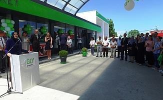 Kadın girişimcinin akaryakıt istasyonu törenle açıldı