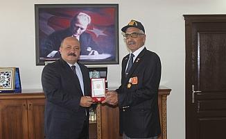 Kıbrıs gazilerine madalya ve berat