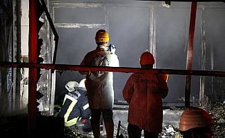 Niğde'de iş yerinde başlayıp apartmana yayılan yangın söndürüldü