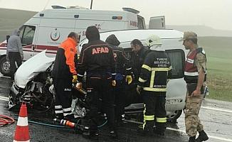 Sivas'ta hafif ticari araç ile tır çarpıştı: 1 ölü, 1 yaralı