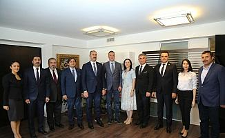 Bakan Gül'den Ankara Barosu'na ziyaret