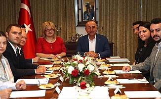 Çavuşoğlu Tayland'da Türk yatırımcılarla buluştu