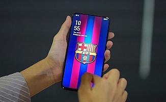 OPPO'dan Barcelona'ya özel tasarım telefon